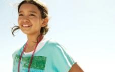 快乐的小女孩小学生图片