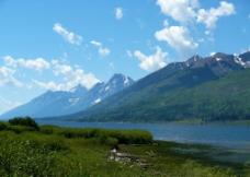湖泊山峰美景图片