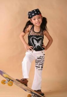 可爱活泼的小姑娘图片