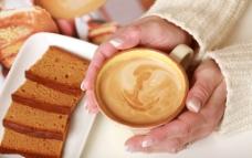 咖啡与面包图片
