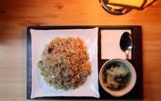 咖喱牛肉炒饭图片