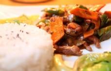 黑椒牛排烩饭图片