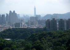 霧中的台北城图片