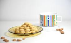 横杏仁饼和茶图片