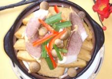 农家豆腐菌(菌菇 腊肉 豆腐干)图片