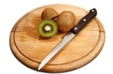 猕猴桃 水果刀 案板图片