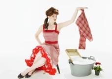 洗衣服的漂亮性感美女图片