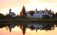 夕阳房子图片