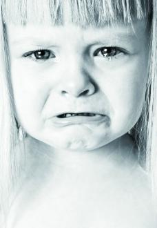 哭泣的女孩图片