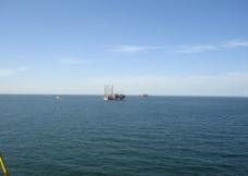 海上石油钻井船图片