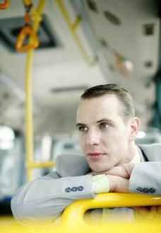 公交车上的商务人物图片